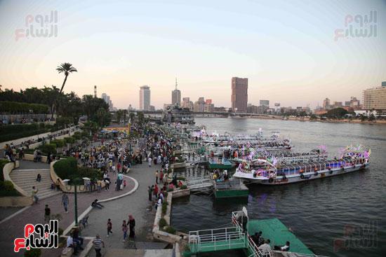 اقبال الاسر والشباب على المراكب النيلية