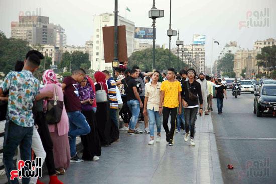 اقبال من الشباب على التنزة فى النيل