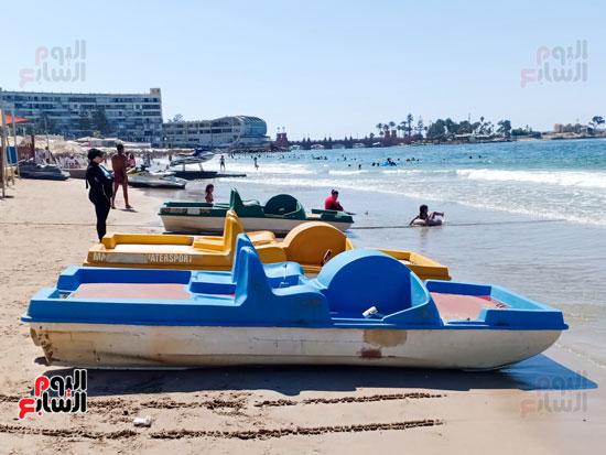 مراكب على الشاطئ للايجار