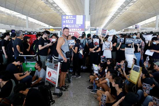 احتجاجات-داخل-المطار