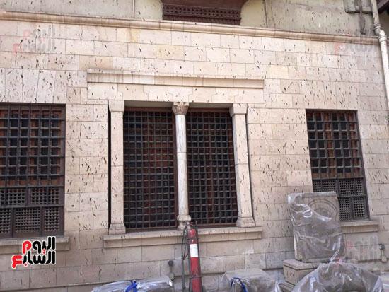 مخلفات-الوطاويط-على-المتحف-القبطى-(6)