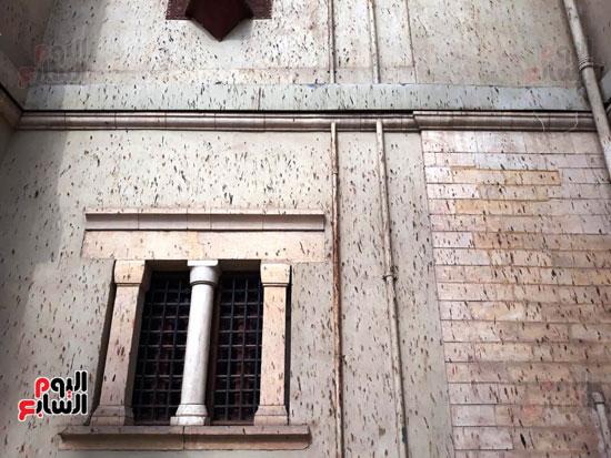 مخلفات-الوطاويط-على-المتحف-القبطى-(1)