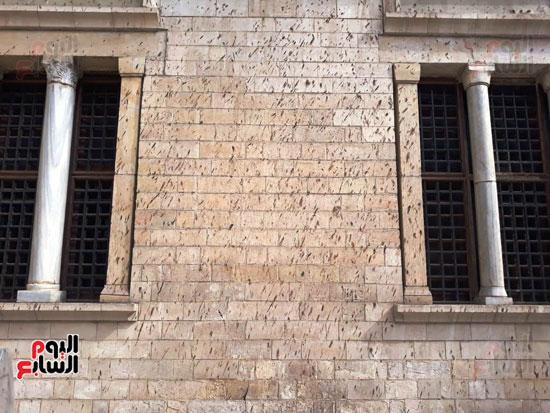 مخلفات-الوطاويط-على-المتحف-القبطى-(7)