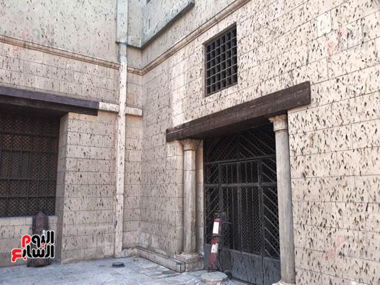 مخلفات-الوطاويط-على-المتحف-القبطى-(4)