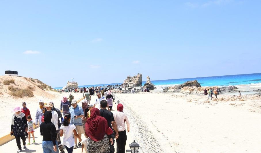 العيد شكل تاني  على شواطئ مطروح والساحل الشمالي (2)