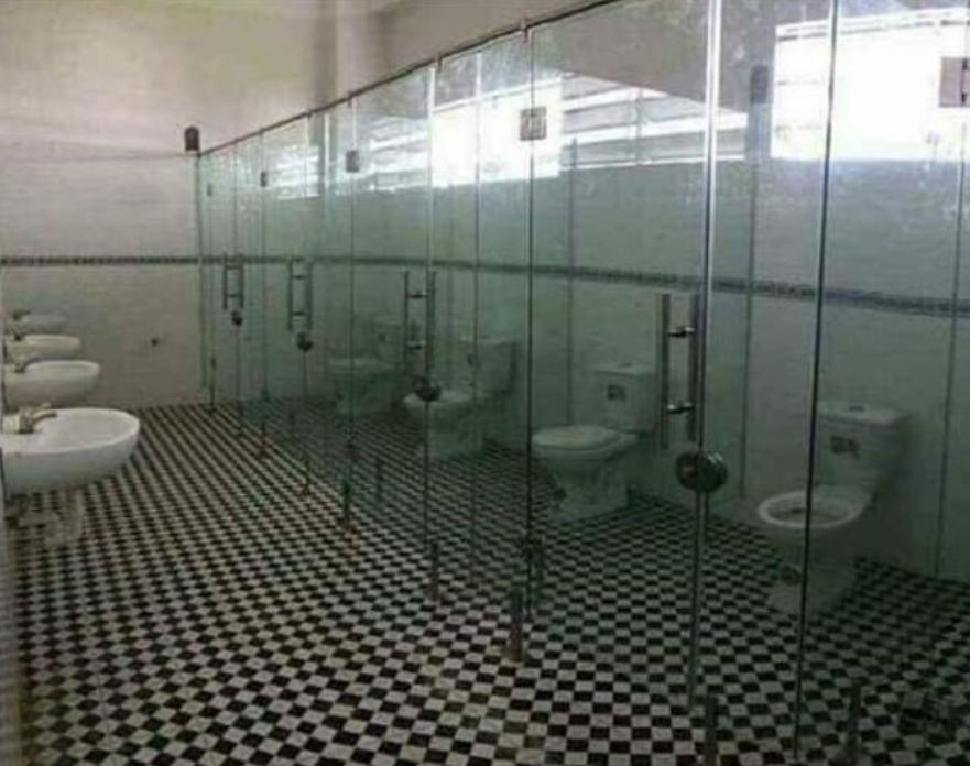 مراحيض شفافة