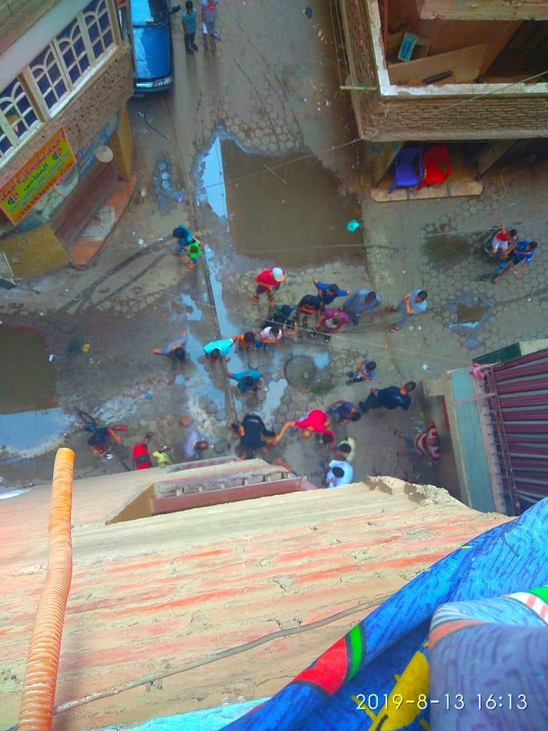 انتشار مياه الصرف بأحد شوارع دار السلام