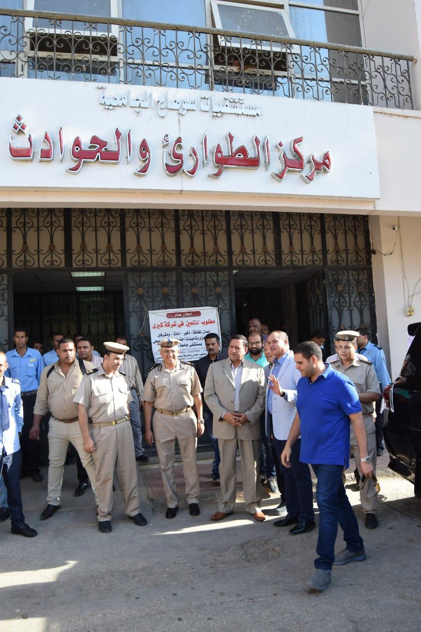 مدير أمن سوهاج يقود حملة على أسوار المستشفى الجامعى (2)