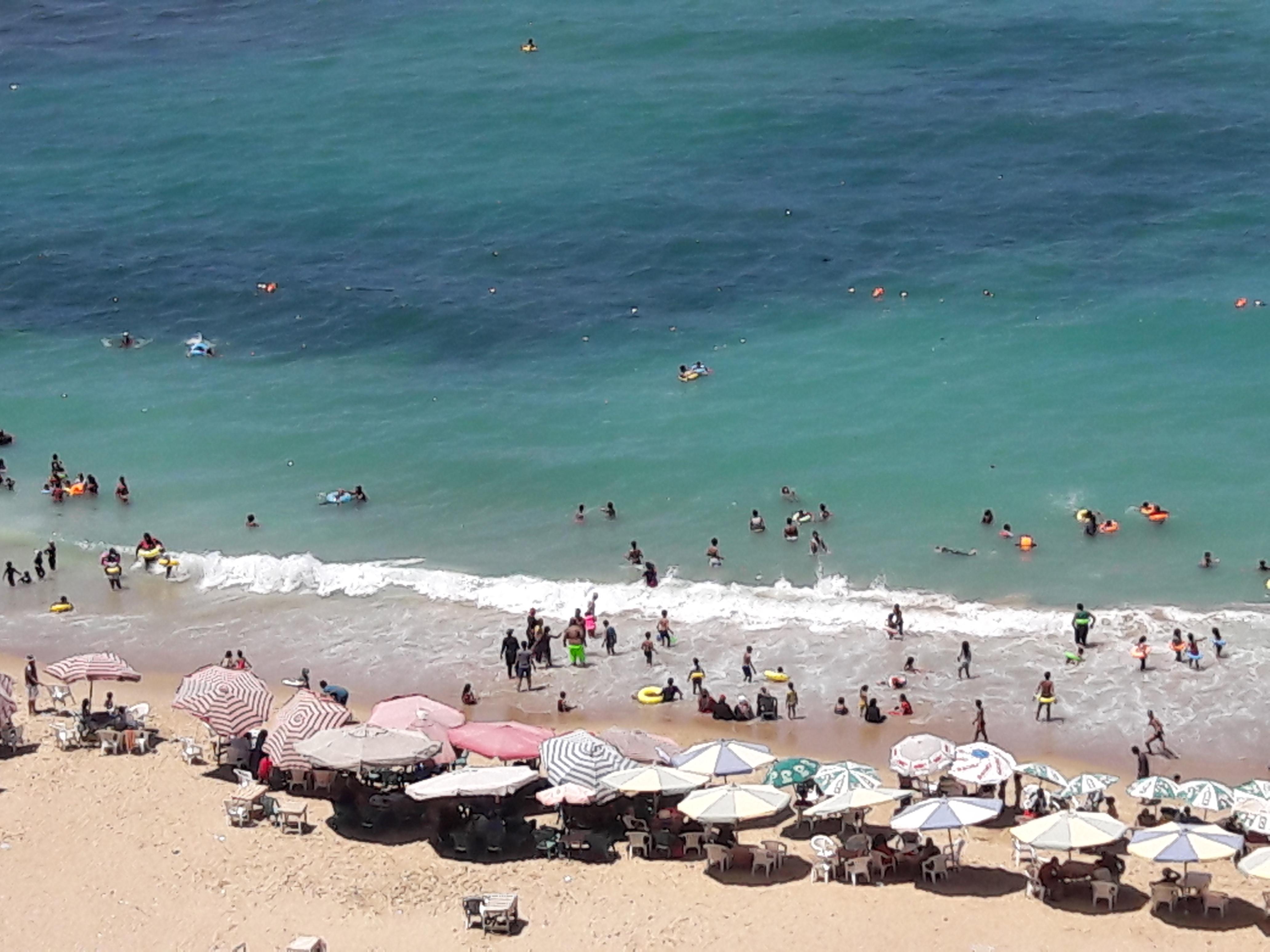 زيادة الإقبال على شواطئ الإسكندرية فى ثالث أيام عيد الأضحى  (6)