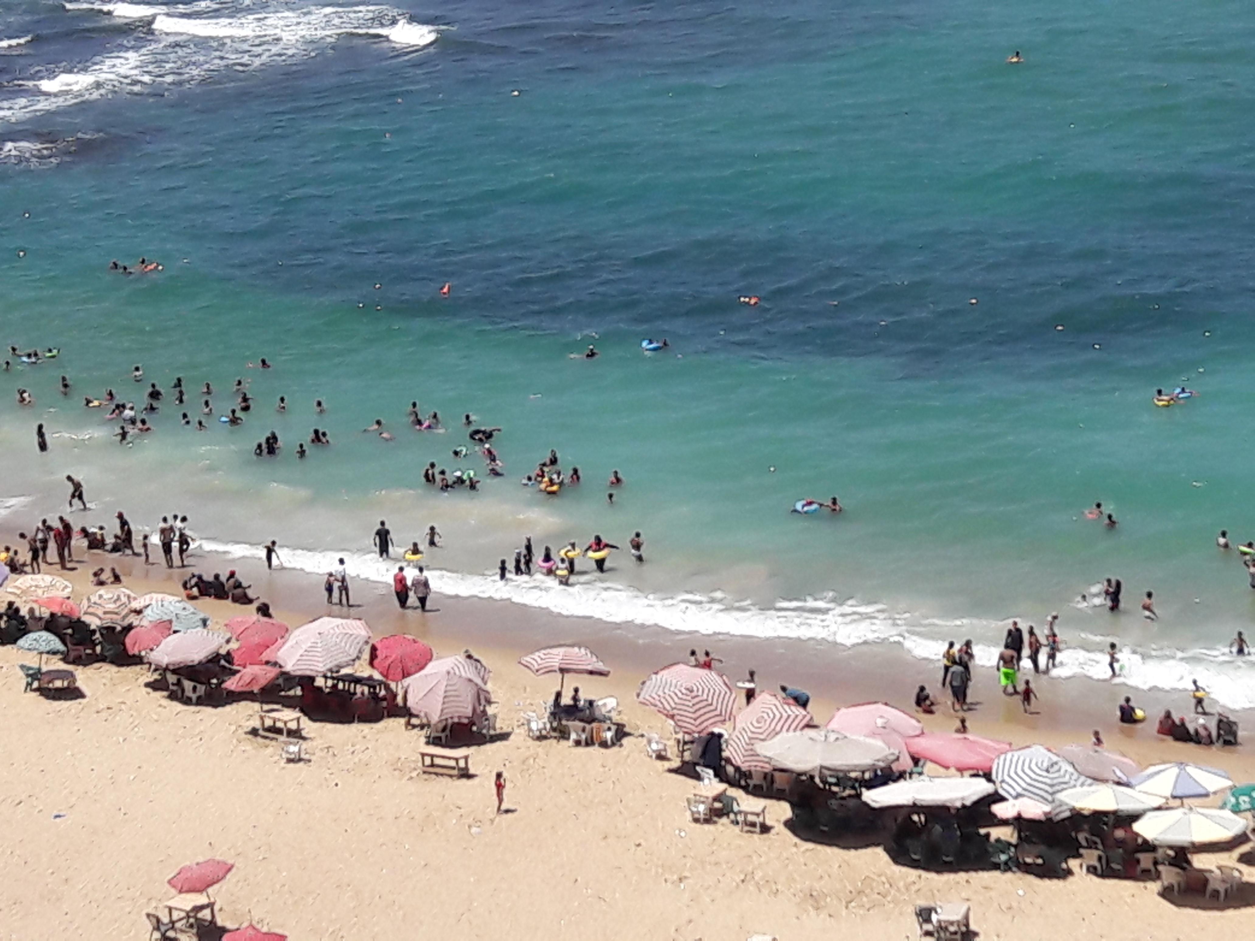 زيادة الإقبال على شواطئ الإسكندرية فى ثالث أيام عيد الأضحى  (4)