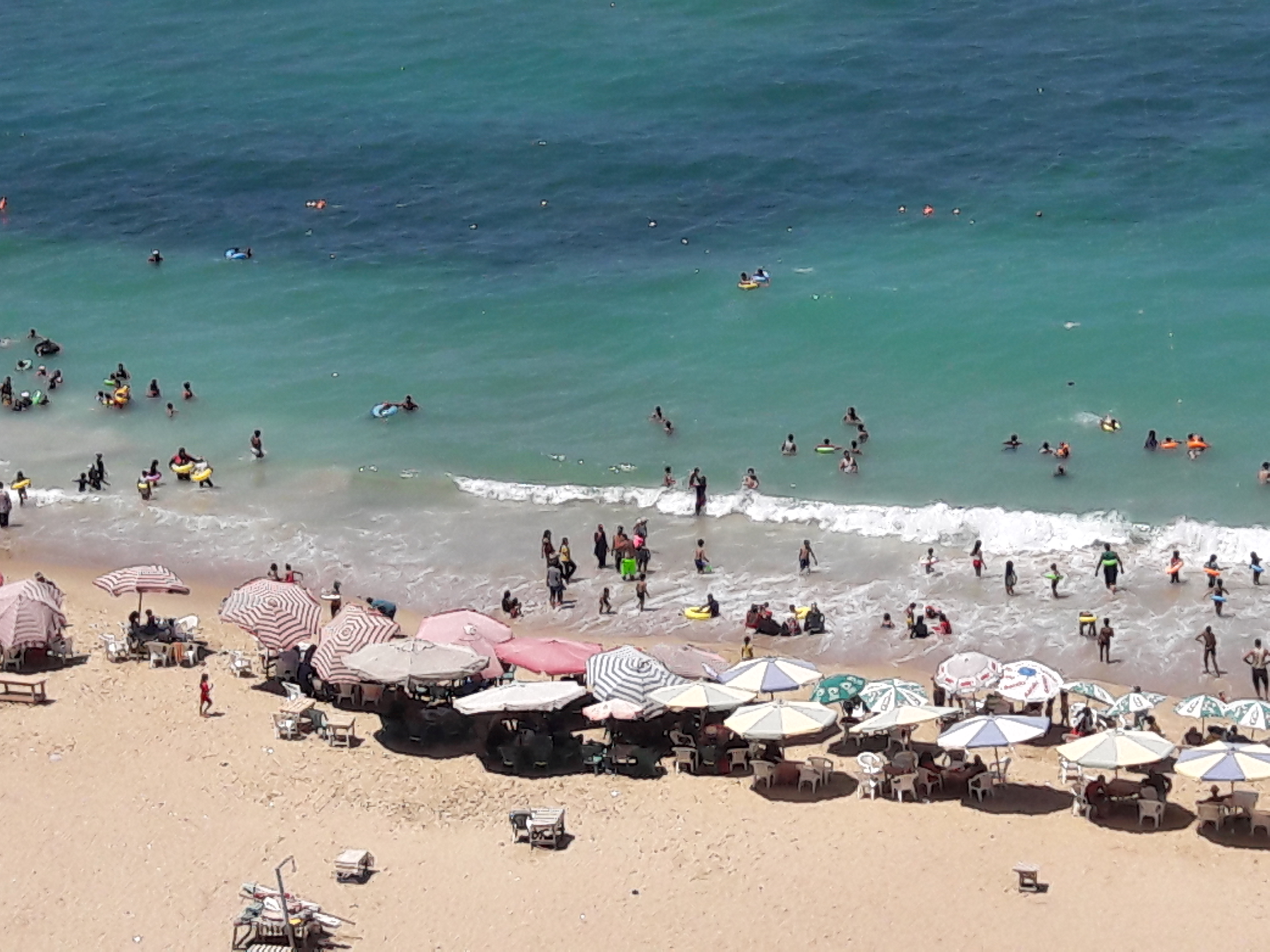 زيادة الإقبال على شواطئ الإسكندرية فى ثالث أيام عيد الأضحى  (5)