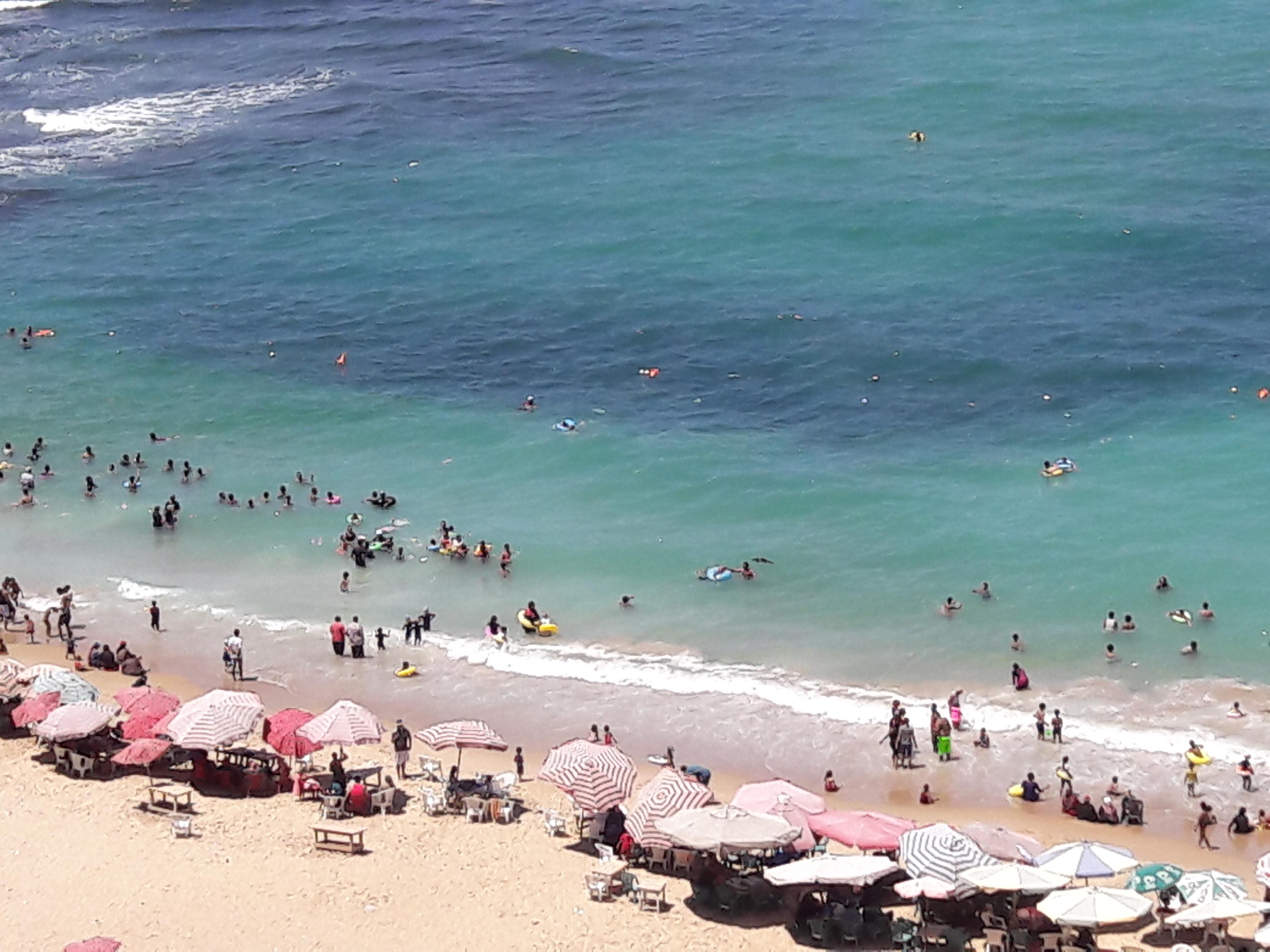 زيادة الإقبال على شواطئ الإسكندرية فى ثالث أيام عيد الأضحى  (1)