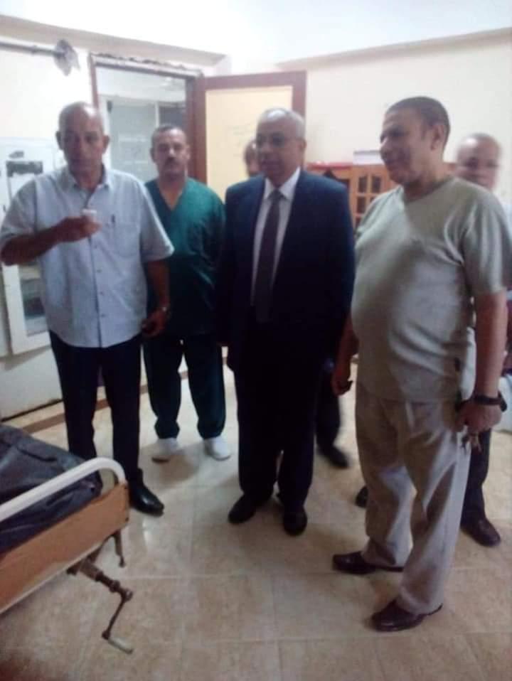 رئيس مركز ملوى بالمنيا يتفقد الخدمات الطبية  (2)