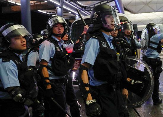 شرطيات هونج كونج على أهبة الاستعداد