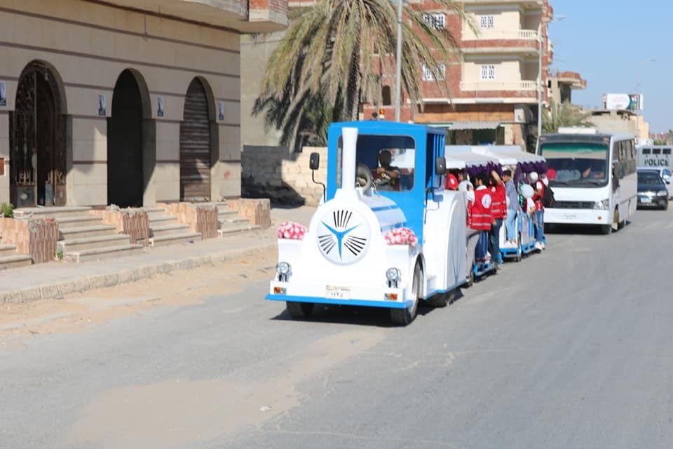 محافظ شمال سيناء يتجول مع ذوى القدرات الخاصة بـالطفطف (8)