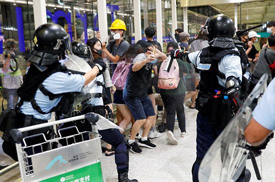 العنف يتزايد فى هونج كونج