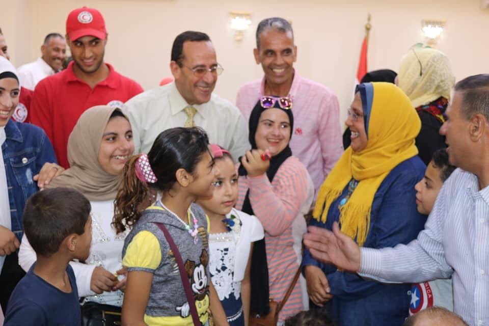 محافظ شمال سيناء يتجول مع ذوى القدرات الخاصة بـالطفطف (11)