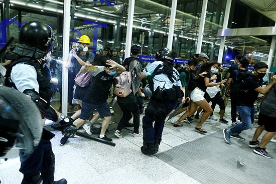 حالة من الفوضى فى مطار هونج كونج