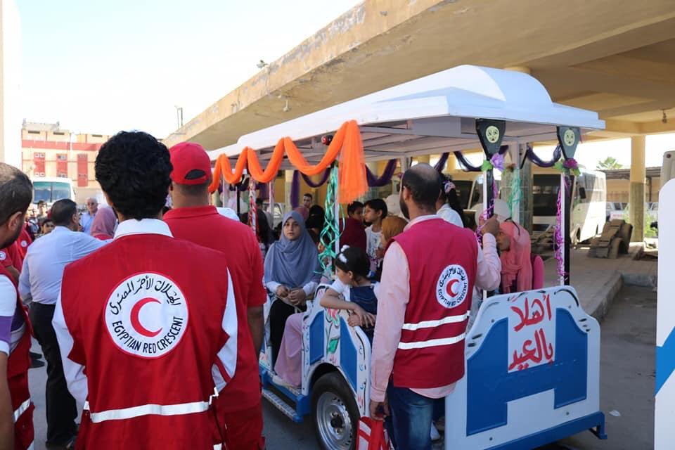 محافظ شمال سيناء يتجول مع ذوى القدرات الخاصة بـالطفطف (1)