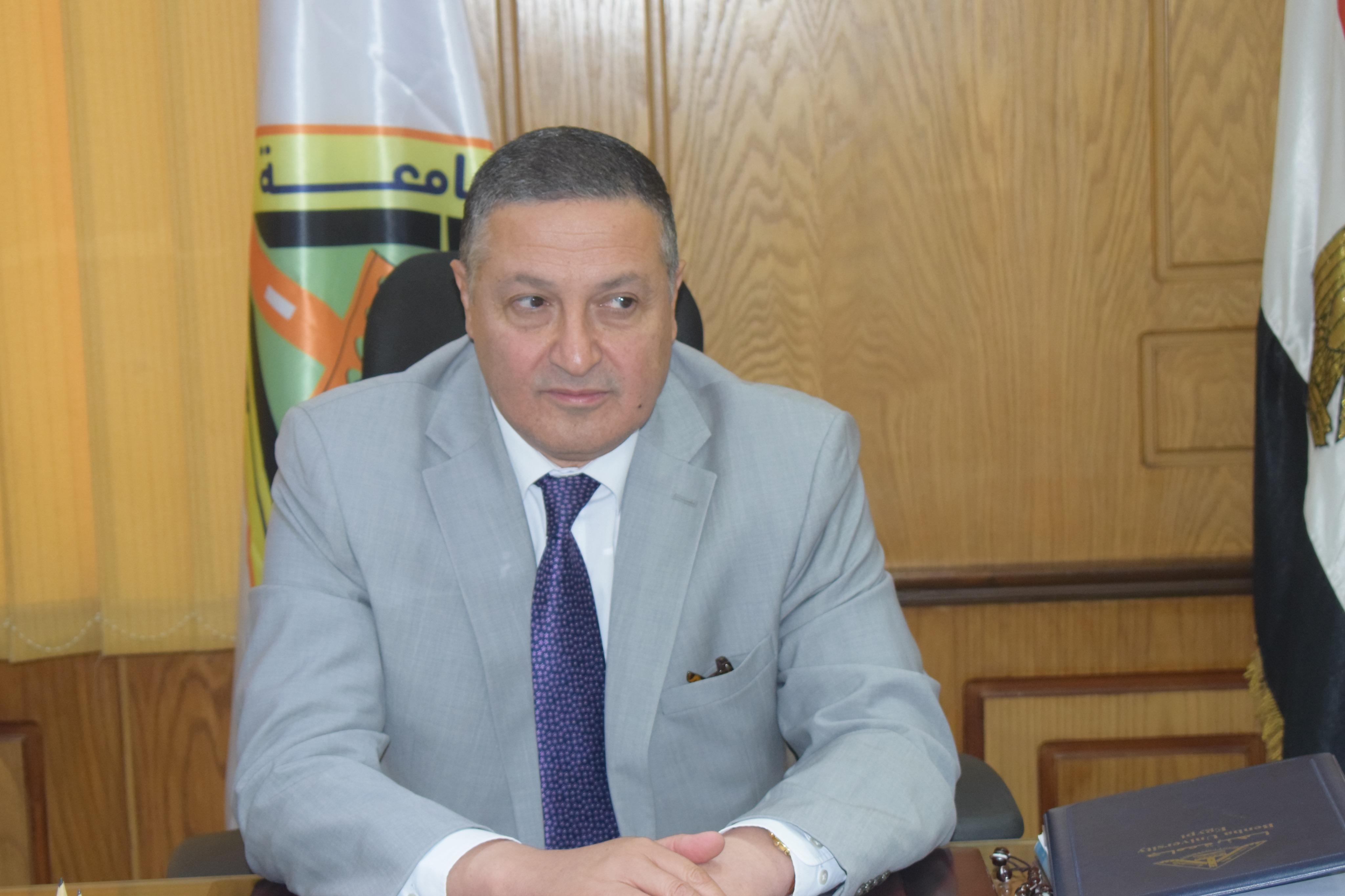 رئيس جامعة بنها (9)