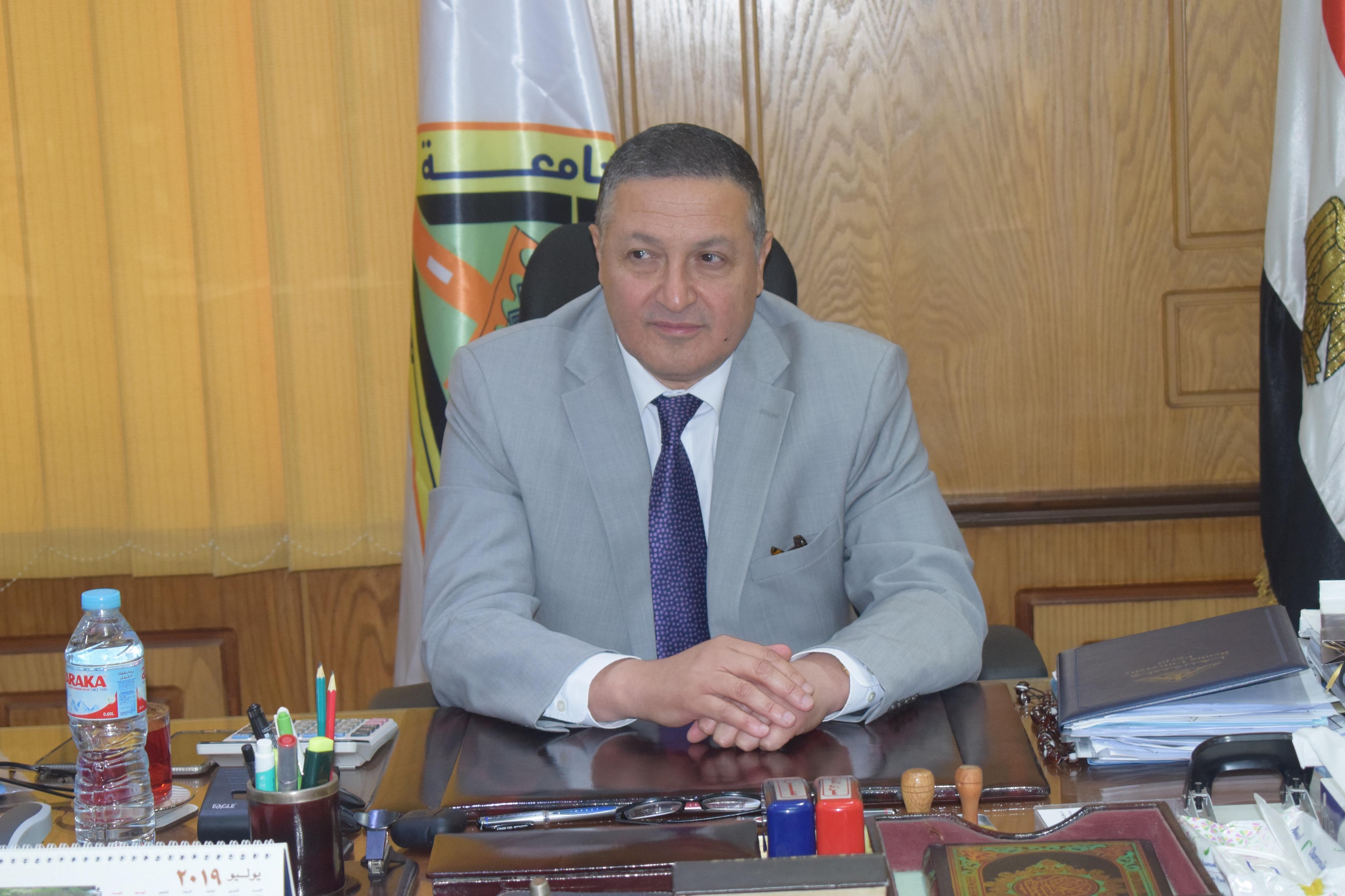 رئيس جامعة بنها (7)