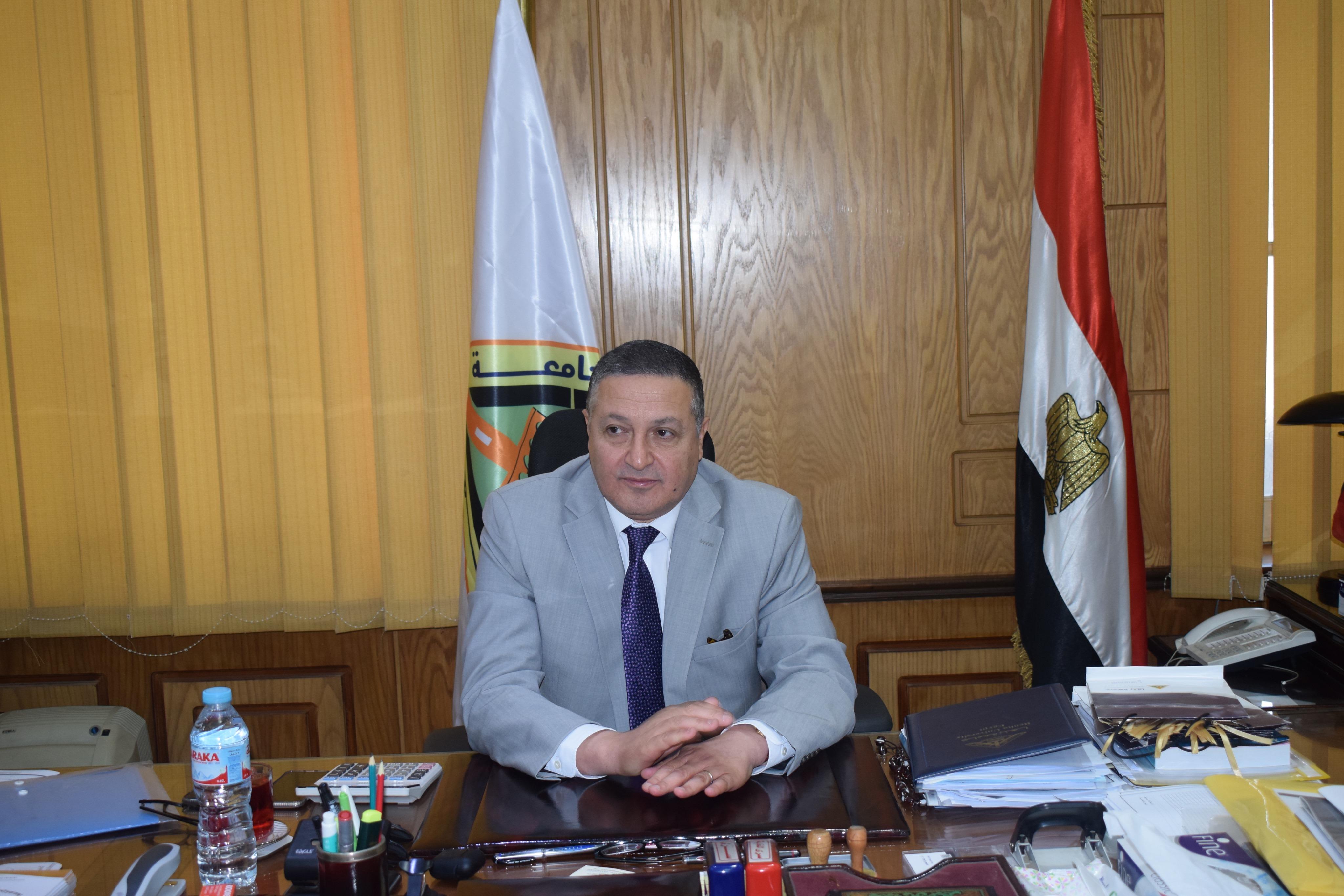 رئيس جامعة بنها (1)