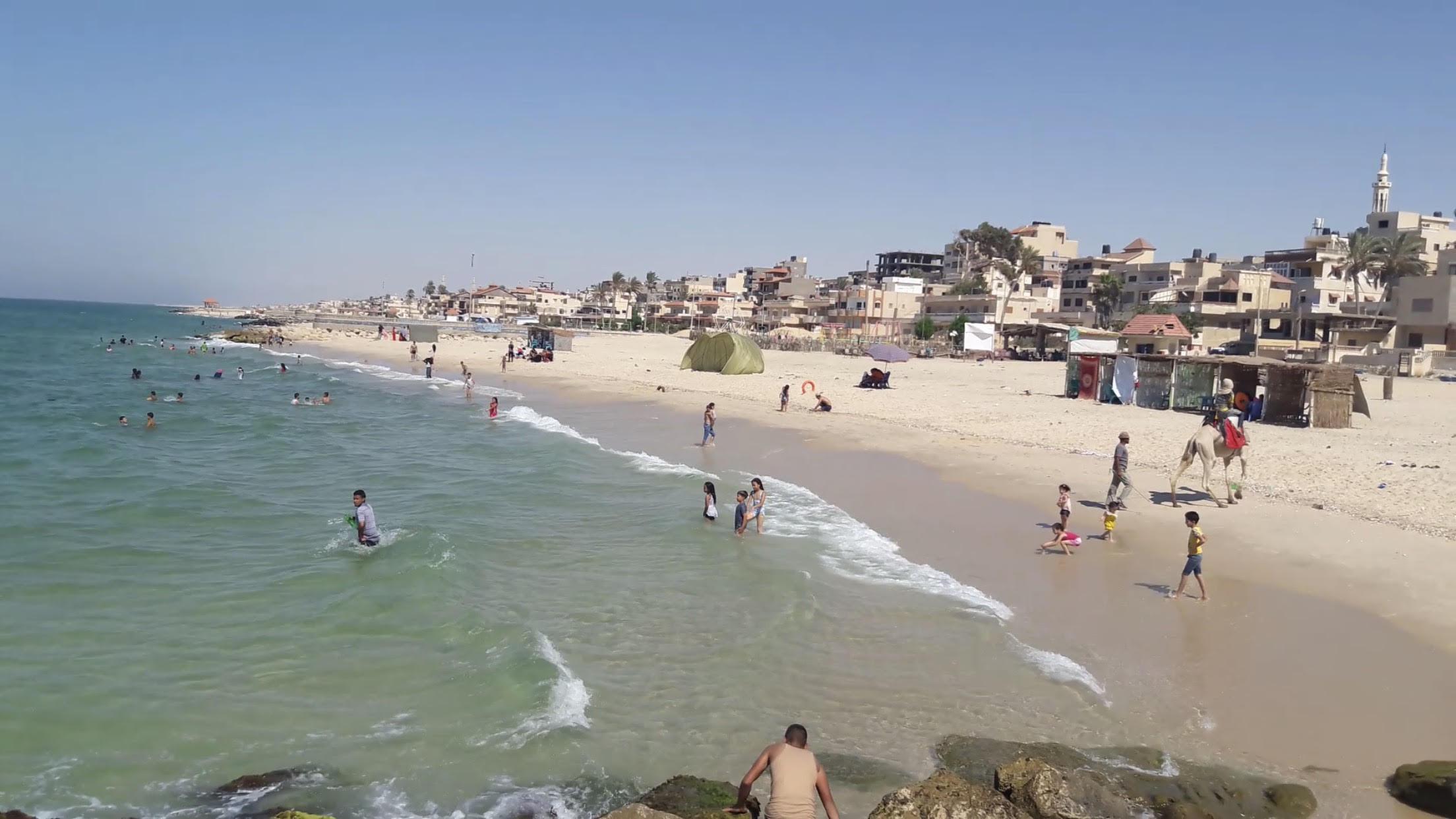 أهالى شمال سيناء يحتفلون برابع أيام العيد على شاطئ العريش (3)