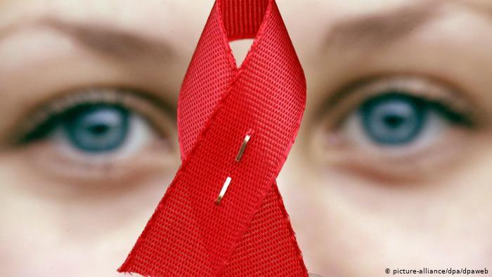 اعرف ازاى تتعامل مع الايدز