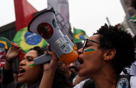 تظاهرات فى البرازيل ضد قرار خفض الميزانية المخصصة للجامعات (4)