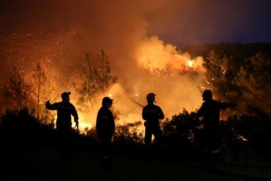 حرائق هائلة بغابات جزيرة إيفيا فى اليونان (4)
