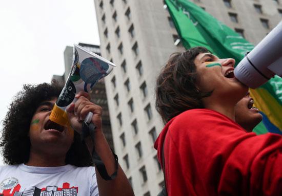 تظاهرات فى البرازيل ضد قرار خفض الميزانية المخصصة للجامعات (5)