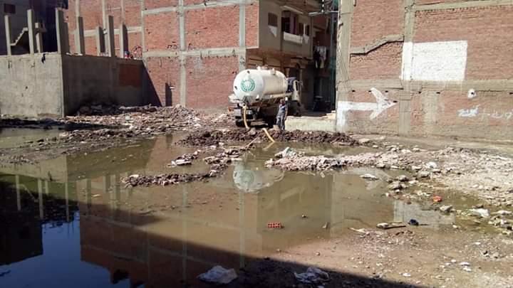 إزالة عمود كهرباء مائل وإحلال وتجديد خط الصرف الصحى بعزبة الهاويس  (4)