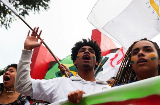تظاهرات فى البرازيل ضد قرار خفض الميزانية المخصصة للجامعات (2)