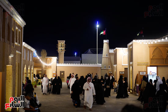 زائرون سعوديون فى سوق عكاز