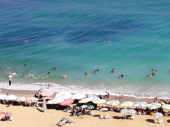 إقبال كبير على شواطئ الإسكندرية فى رابع أيام عيد الأضحى  (2)
