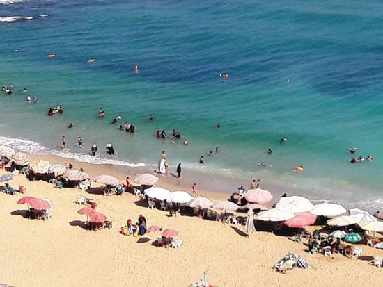 إقبال كبير على شواطئ الإسكندرية فى رابع أيام عيد الأضحى  (9)