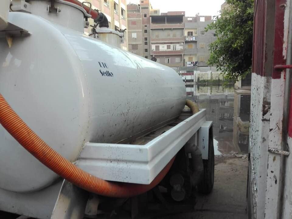 شفط المياه من فناء مدرسة سبرباى الإعدادى (2)