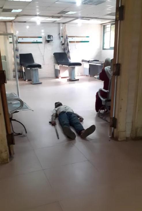 عمال بمستشفى كفر الزيات يلقون مريض بالإيدز خارج المستشفى (14)