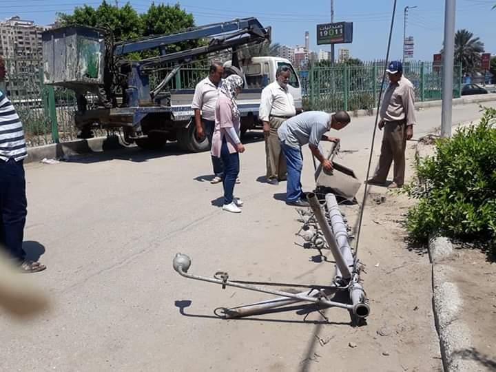 إزالة عمود كهرباء مائل وإحلال وتجديد خط الصرف الصحى بعزبة الهاويس  (2)