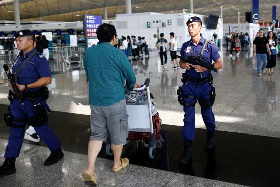 استئناف الرحلات الجوية بمطار هونج كونج