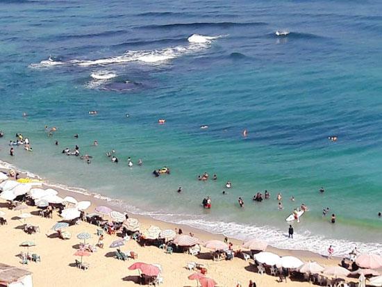 إقبال كبير على شواطئ الإسكندرية فى رابع أيام عيد الأضحى  (14)