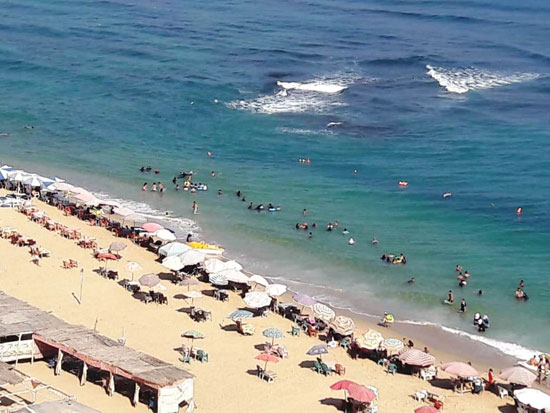 إقبال كبير على شواطئ الإسكندرية فى رابع أيام عيد الأضحى (13)