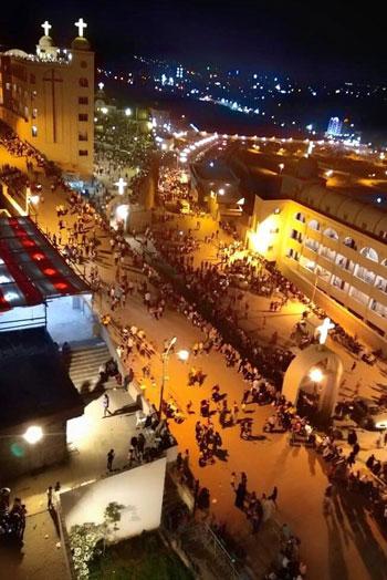 الآلاف يصعدون جبل درنكة لنيل بركة أم النور فى الأسبوع الثانى من صوم العذراء (1)