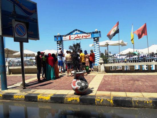 إقبال كبير على شواطئ الإسكندرية فى رابع أيام عيد الأضحى  (3)