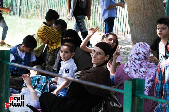 العائلات يحتفلون بالعيد