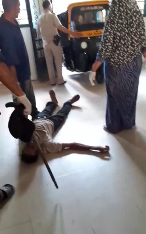 عمال بمستشفى كفر الزيات يلقون مريض بالإيدز خارج المستشفى  (9)