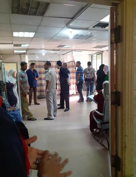 عمال بمستشفى كفر الزيات يلقون مريض بالإيدز خارج المستشفى  (16)