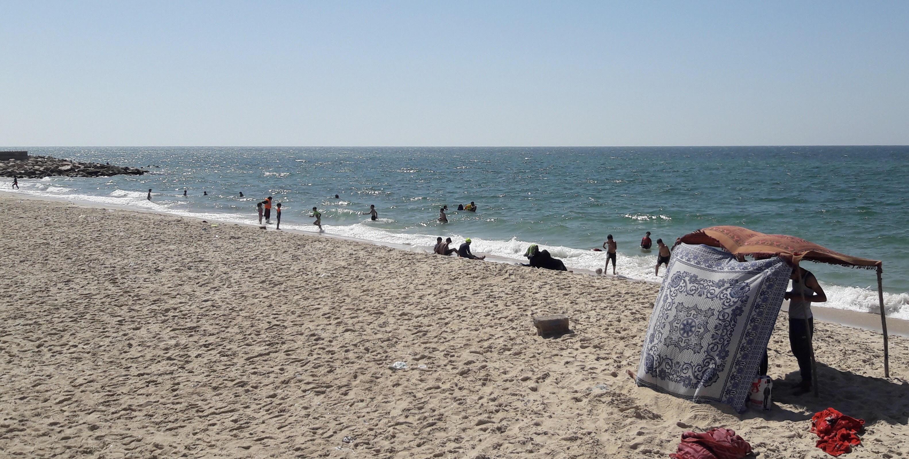 أهالى شمال سيناء يحتفلون برابع أيام العيد على شاطئ العريش (1)