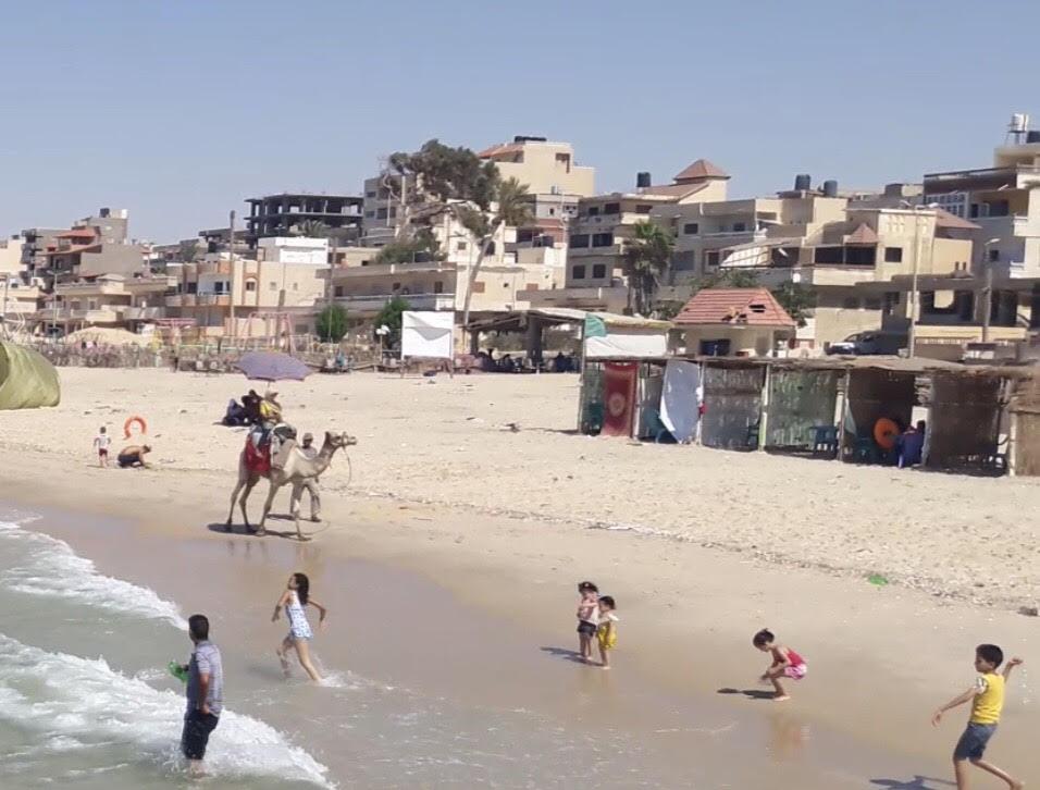 أهالى شمال سيناء يحتفلون برابع أيام العيد على شاطئ العريش (5)