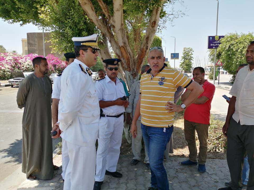 رئيس مدينة الأقصر يبحث مع رجال مرور الأقصر إستئناف العمل بالمرحلة الثالثة لتطوير كورنيش النيل (3)